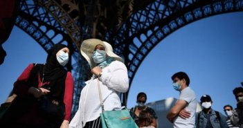Γαλλία: Σκληρό lockdown από το Σάββατο – Απαγόρευση κυκλοφορίας μετά τις 18:00 σε όλη τη χώρα