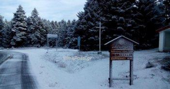 «Λέανδρος»: Χιόνια και τσουχτερό κρύο στην Ευρυτανία – Αντιολισθητικές αλυσίδες για την Ε.Ο. Καρπενησίου–Αγρινίου