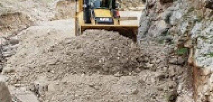 Εργασίες αποκατάστασης του δρόμου προς τον παλιό Βάρνακα (ΦΩΤΟ)