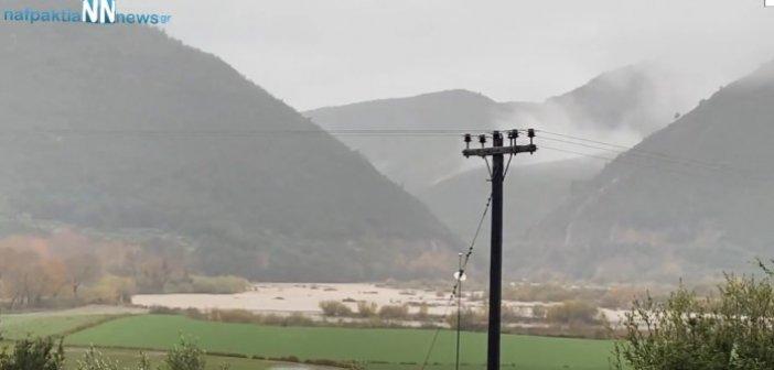 """""""Φούσκωσε"""" ξανά ο ποταμός Εύηνος(Video)"""