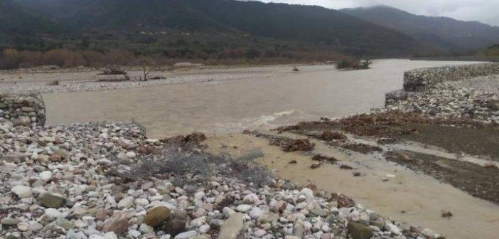 Ναύπακτος: Κατέρρευσε αντιπλημμυρικό έργο που μόλις είχε παραδοθεί(Φωτο)