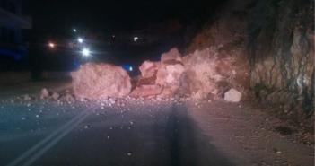 Σεισμός στη Ναύπακτο: Μικρή κατολίσθηση στην εθνική οδό Ναυπάκτου – Ιτέας