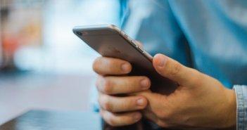 Εχετε… κρούσμα στο κινητό σας, εφαρμογή θα ενημερώνει αν ήρθατε σε επαφή με κρούσμα