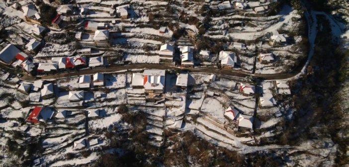 """Στα """"λευκά"""" το Λαμπίρι Αιτωλοακαρνανίας – Εντυπωσιακό βίντεο"""