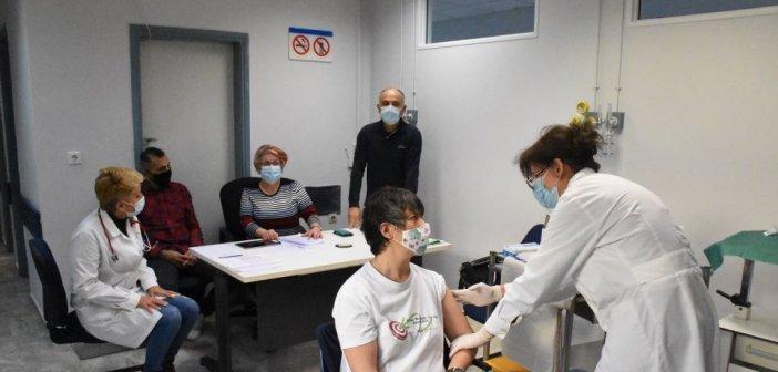 Εμβολιασμοί: Ανοίγει η πλατφόρμα για τους 60-64