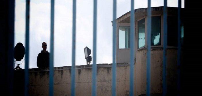 Πάτρα: Κρατούμενος κατάπιε δύο κινητά και καλώδιο φορτιστή!