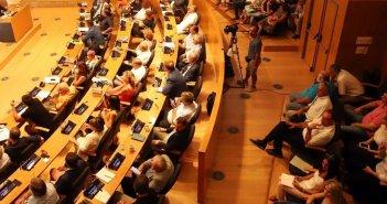 Πρόταση γάμου σε δημοτικό συμβούλιο! (VIDEO)