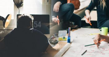 Voucher 200 ευρώ για laptop και τάμπλετ: Τα εισοδηματικά κριτήρια, έως 10 Μαρτίου οι αιτήσεις