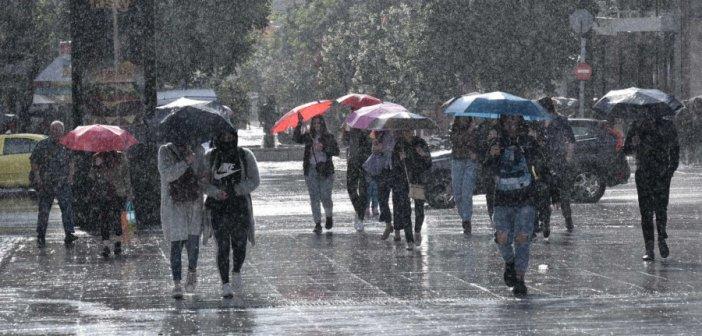 Καιρός σήμερα: Βροχερό το σκηνικό – Που θα πέσουν χιόνια