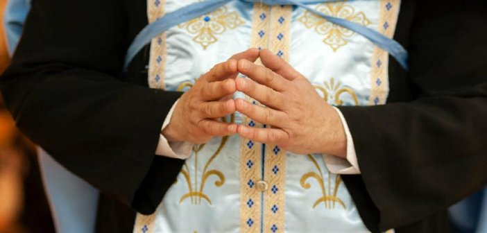 Ιερέας καταγγέλλεται για πλαστογράφηση διαθήκης