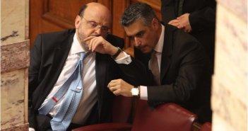 """Πέντε """"καραμανλικοί"""", πρώην υπουργοί και βουλευτές της ΝΔ, επιτίθενται στον Μητσοτάκη"""
