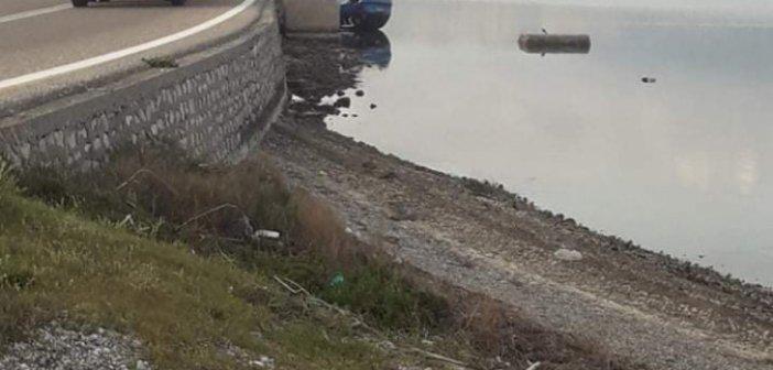 Στην θάλασσα έπεσε ένα Ι.Χ. αυτοκίνητο στον δρόμο της Τουρλίδας (Φωτό)