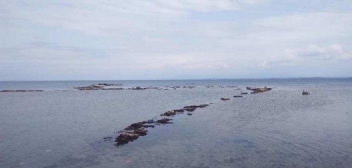 Το νερό που υποχώρησε στην Κυλλήνη αποκάλυψε το Αρχαίο Λιμάνι