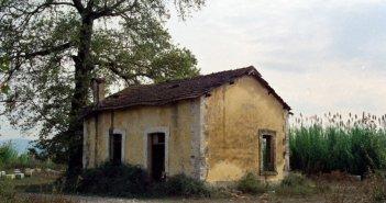 Καλύβια Αγρινίου: Φωτογραφίες από τους σιδηροδρομικούς σταθμούς, που χάθηκαν…