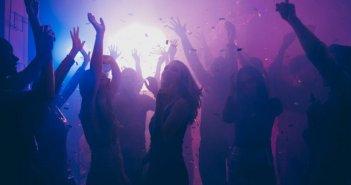 Αγρίνιο: Τους κόστισε ακριβά ο χορός – Πρόστιμο και αναστολή λειτουργίας σε τρία καφέ – μπαρ