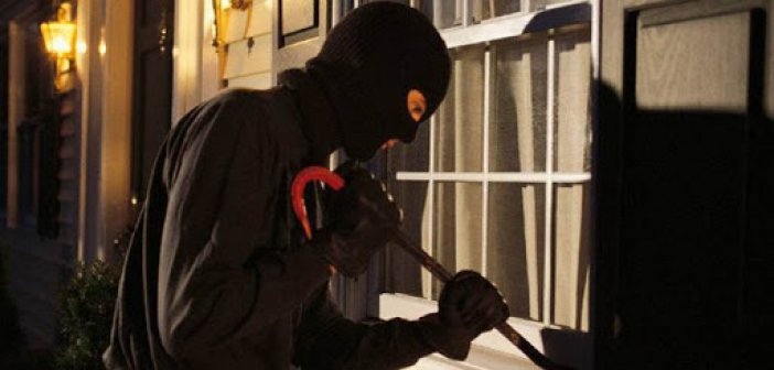 Μεσολόγγι: Κουκουλοφόροι μπήκαν σε  σπίτι και χτύπησαν ηλικιωμένη με σκοπό να αποσπάσουν χρήματα