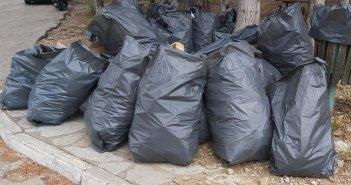 Αγρίνιο: Εθελοντική αποκομιδή απορριμάτων στο δασύλιο του Αγ. Χριστοφόρου