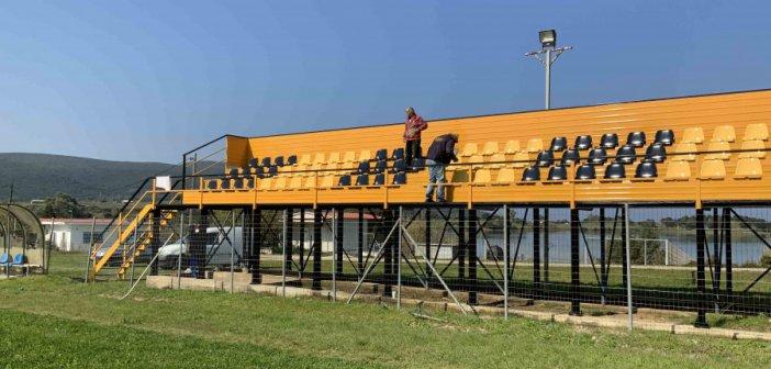 Συντηρήσεις εξεδρών στα γήπεδα Αγίου Νικολάου και Παλαίρου (εικόνες)