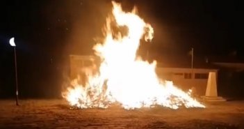 Έκαψαν τον Ιούδα – Τήρησαν το έθιμο στον Δρυμό Βόνιτσας (video)
