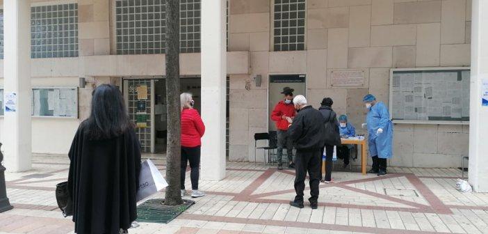 Αγρίνιο: Συνεχές το ενδιαφέρον για δειγματοληπτικό έλεγχο έξω από το Δημαρχείο