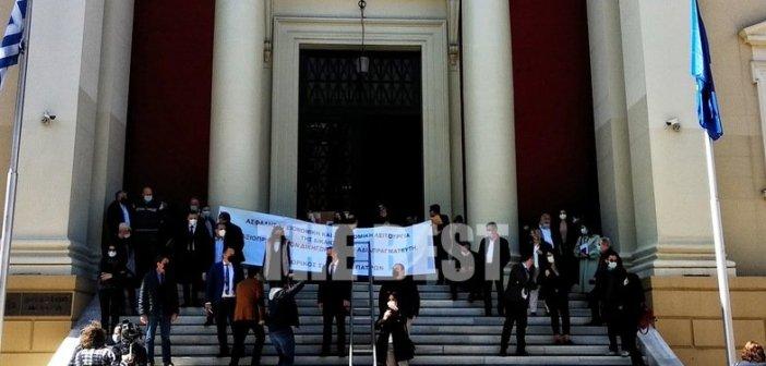 Πάτρα: Στα δικαστήρια οι δικηγόροι, όχι για δίκη, αλλά για διαμαρτυρία
