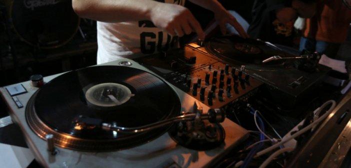 Καλείται να δώσει εξηγήσεις ο DJ των κορωνοπάρτι της Κυψέλης
