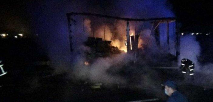 Εγνατία: Φορτηγό πήρε φωτιά εν κινήσει (pic)