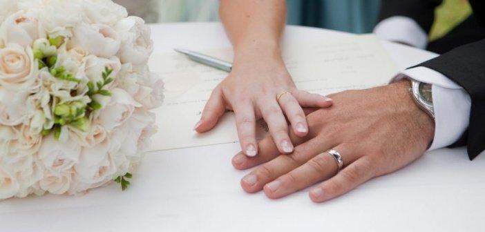 Παντρεύτηκε την ίδια γυναίκα τέσσερις φορές για να πάρει περισσότερη άδεια