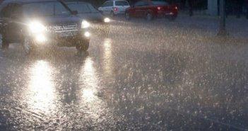 Καιρός αύριο: Επιμένουν οι λασποβροχές – Πού θα πέσουν ισχυρές καταιγίδες και χιόνια