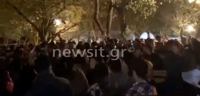Κυψέλη: Ασύλληπτο κορονοπάρτι με DJ και εκατοντάδες άτομα (video)