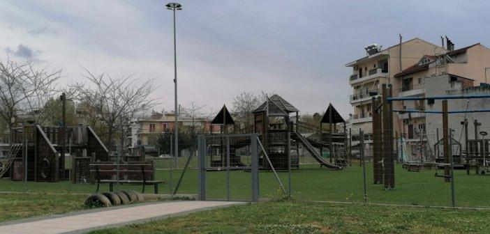 """Αγρίνιο: Άλλος τάπητας, ίδιες συμπεριφορές στην παιδική χαρά στα """"Παλαιά Σφαγεία"""" (φωτογραφίες)"""