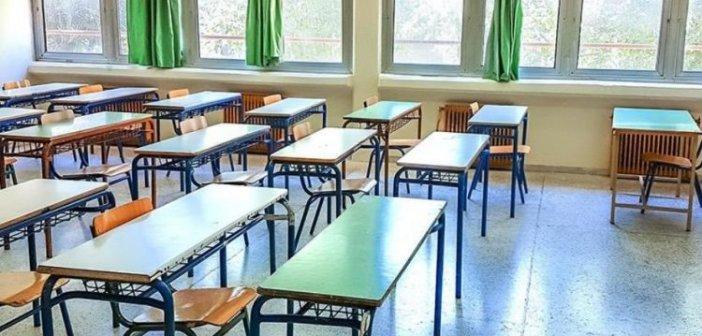 Διαγράφονται οι απουσίες σε μαθητές που μένουν με ευπαθή άτομα, «μπαίνουν» σε υποχρεωτική τηλεκπαίδευση
