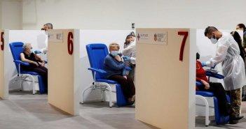 Επιχείρηση εμβόλιο: Η ΕΕ παίρνει νωρίτερα άλλα 50 εκατομμύρια δόσεις της Pfizer
