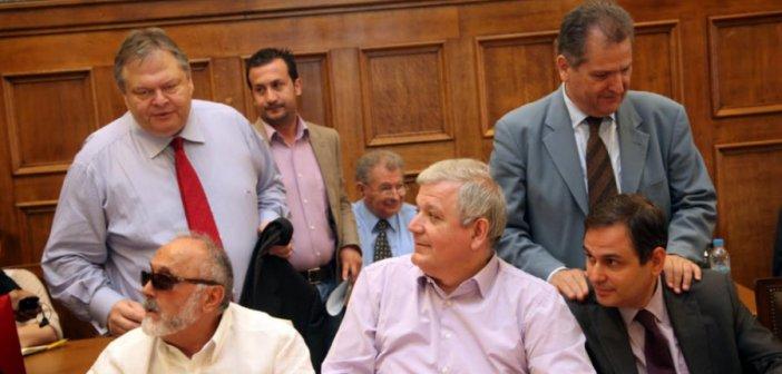 Κουρουμπλής: Ο Βενιζέλος μου είχε ζητήσει να ψηφίσω το μεσοπρόθεσμο για να «πάρει» το κόμμα από τον Παπανδρέου