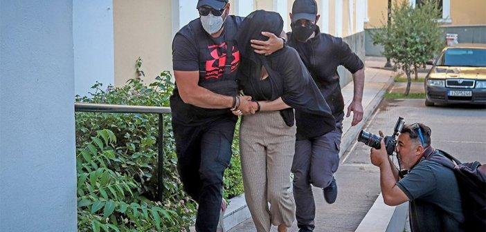 Εισαγγελέας για την επίθεση με βιτριόλι: «Συνέχισε τη ζωή της σαν μην συμβαίνει τίποτα»