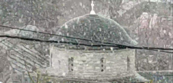 Φλώρινα: Και ξαφνικά χειμώνας – Απίστευτη χιονόπτωση στο Νυμφαίο (vid)