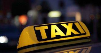 Συνελήφθη γυναίκα ταξιτζής στο Καρπενήσι που μετέφερε παράνομα 4 αλλοδαπούς