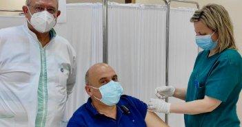 Εμβολιάστηκε ο δήμαρχος Ναυπακτίας Β.Γκίζας – Το μήνυμά του