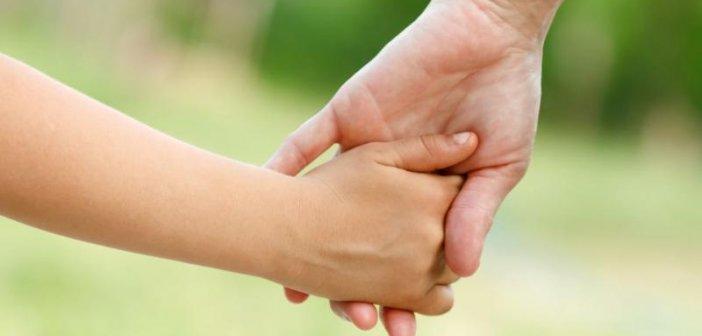 Αγρίνιο: Νέο σπιτικό για την 8χρονη που έχασε και τους δυο γονείς της μέσα σε 40 ημέρες – Ανοιχτή αγκαλιά από συγγενικό της ζευγάρι