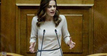 ΣΥΡΙΖΑ: Απάντηση Αχτσιόγλου στη ΝΔ για την πανδημία