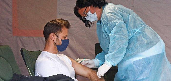 Εμβόλια: Μέσα στον Ιούνιο ανοίγει η πλατφόρμα για εμβολιασμό στις ηλικίες 20-29