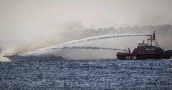 Παραλίγο τραγωδία: Κάηκε ιστιοφόρο ανοιχτά της Λευκάδας- Ο καπετάνιος πήδησε στην θάλασσα να σωθεί