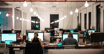 Εργασιακά: Πρόστιμο 10.500€ και λουκέτο σε επιχειρήσεις που δεν ενεργοποιούν την ψηφιακή κάρτα εργασίας