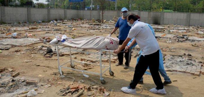 Το δράμα της Ινδίας συνεχίζεται, ενώ αναζητούνται ευθύνες