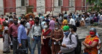 Μόσιαλος: Ευάλωτοι στην ινδική μετάλλαξη όσοι δεν έχουν εμβολιαστεί