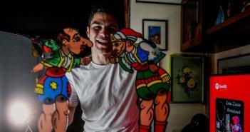 Ο 20χρονος καραγκιοζοπαίχτης που θέλει να γίνει ο σύγχρονος Σπαθάρης