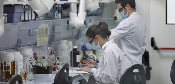 Εμβόλια AstraZeneca – Johnson & Johnson: Γερμανικό εργαστήριο υποστηρίζει ότι έλυσε το μυστήριο με τις θρομβώσεις
