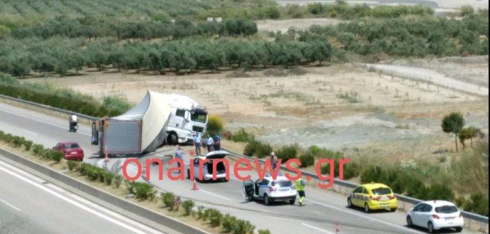 """Μεθυσμένος ο οδηγός της νταλίκας που """"δίπλωσε"""" στην Ιόνια Οδό"""