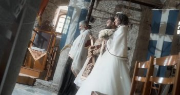 Viral ο γάμος με φορεσιές της Ελληνικής Επανάστασης (βίντεο)