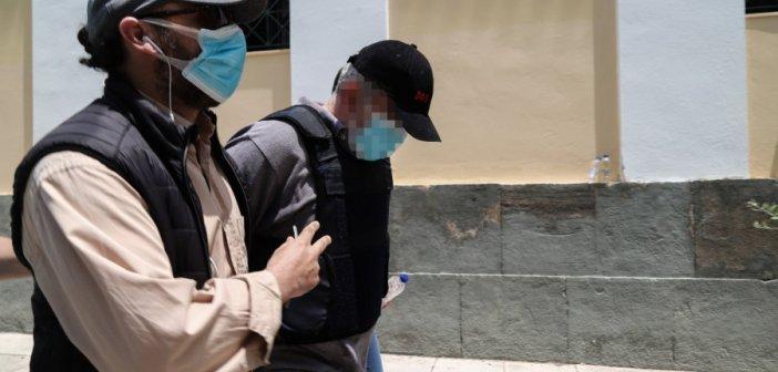 Ψευτογιατρός: Θάνατοι και αναπηρίες ασθενών – Η εισαγγελέας ζητά να καθίσει στο εδώλιο και πρώην υπουργός